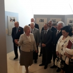 Первую экскурсию по выставке проводит Е.А. Тюрина